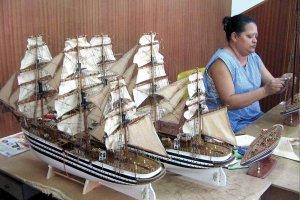 Eden izmed originalnih otoških spominkov – modeli starih ladij.