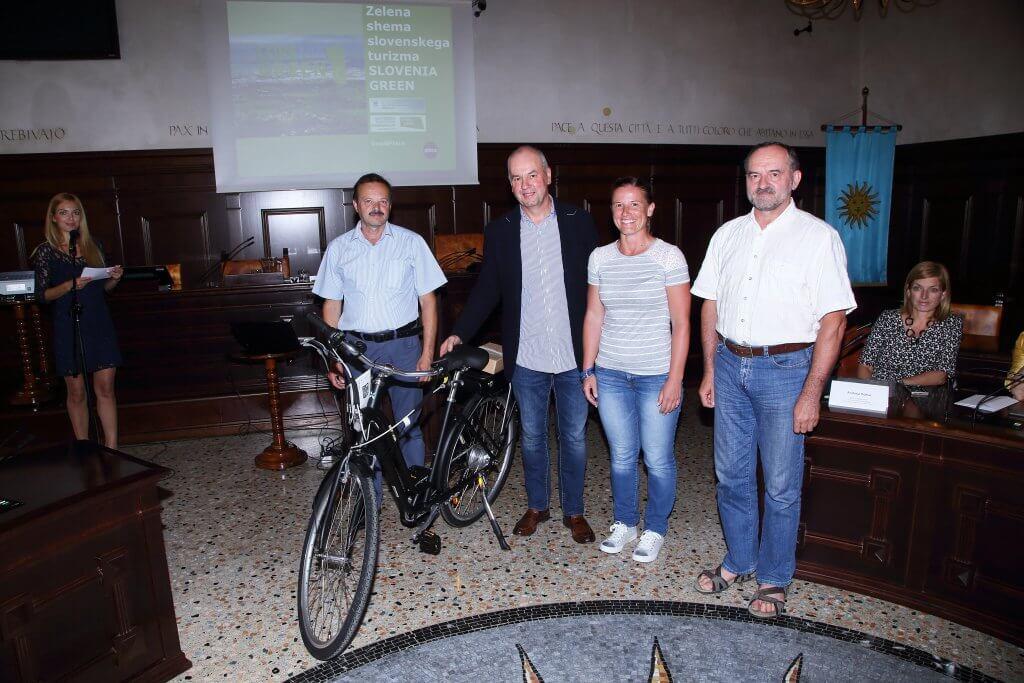 Koper, 05.06.2017 MOK, svečani podpis listine zelene politike in posvet Spodbujanje turističnih ponudnikov za razvoj trajnostnih modelov - priložnosti in izzivi trajnostnega razvoja turizma v Mestni občini Koper