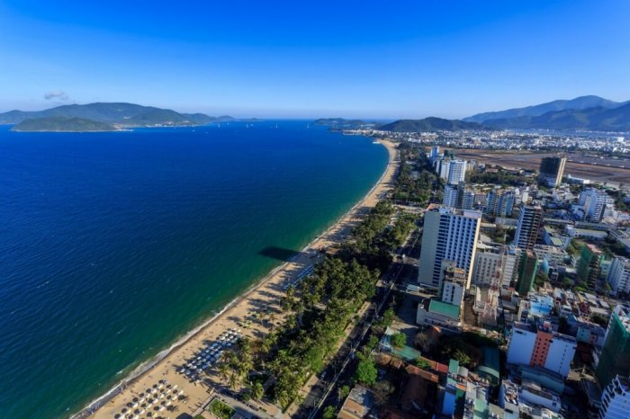 Mesto in plaža Nha Trang, Vietnam. 12,20 eura na dan. (Photo: Alamy)