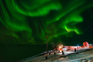 Polarni sij na Antarktiki (Lucas Gabriel Merlo, argentinska baza Belgrano II)