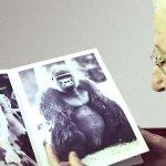 Foto knjiga, posebej namenjena bolnikom z demenco, da razgibajo svoje misli