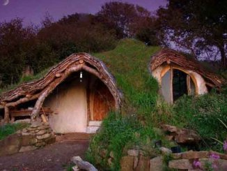 cool-Hobbit-house-happy-kids2_naslovna