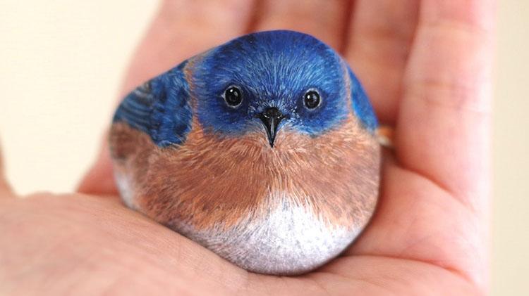 Umetnica kamnom vdahne novo življenje in jih spreminja v majhne živali
