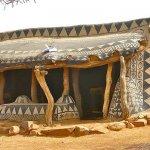 Tradicionalna afriška vasica, kjer je vsaka hiša umetniško delo