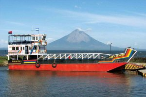 Na otok Ometepe redno vozijo trajekti.
