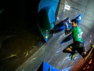 Jernej Kruder si je na uvodni balvanski tekmi v sezoni priplezal prvo zmago v svetovnem pokalu v športnem plezanju (foto Luka Fonda)