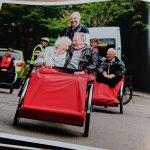 Danec pričel z gibanjem, kjer se starejši in prostovoljci družijo na kolesu
