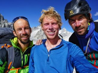 Naveza neposredno po vzponu - Luka Stražar, Tom Livingstone in Aleš Česen (foto Tom Livingstone)