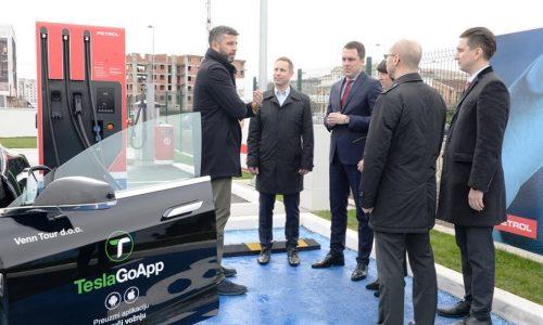 Petrol v Črni Gori odprl prvo hitro polnilnico za električna vozila