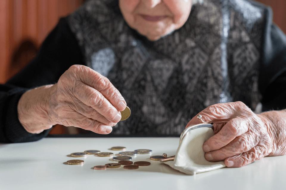 EU javnim izdatkom, največ za pokojnine, namenja skoraj polovico BDP