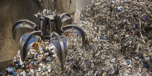 Odpadki: Država bo prevzela stroške odvoza komunalne embalaže