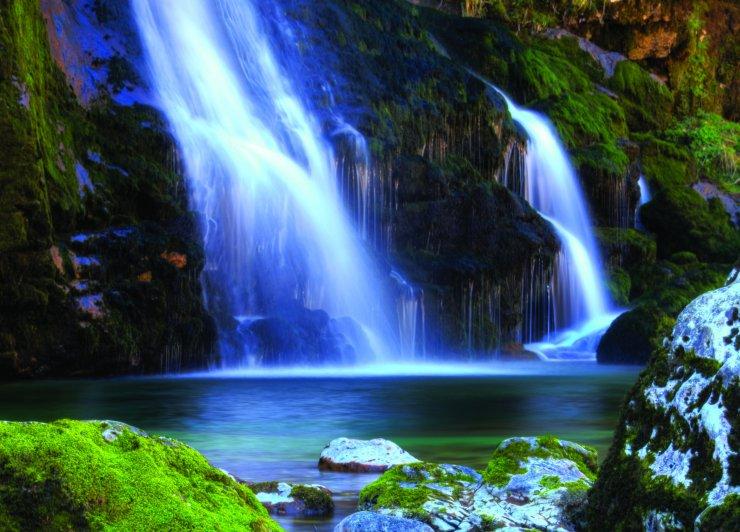Slap Virje in potok Gljun v Dolini Soče
