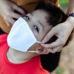 Dva dečka sta med šolsko telovadbo z maskami umrla