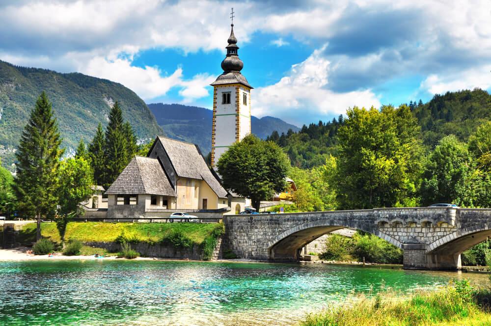 Tuji mediji vabijo k obisku Slovenije