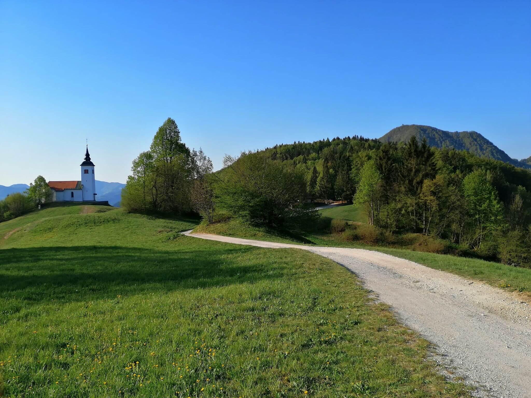 Križna gora nad Škofjo Loko - dosegljiv hrib s čudovitim razgledom