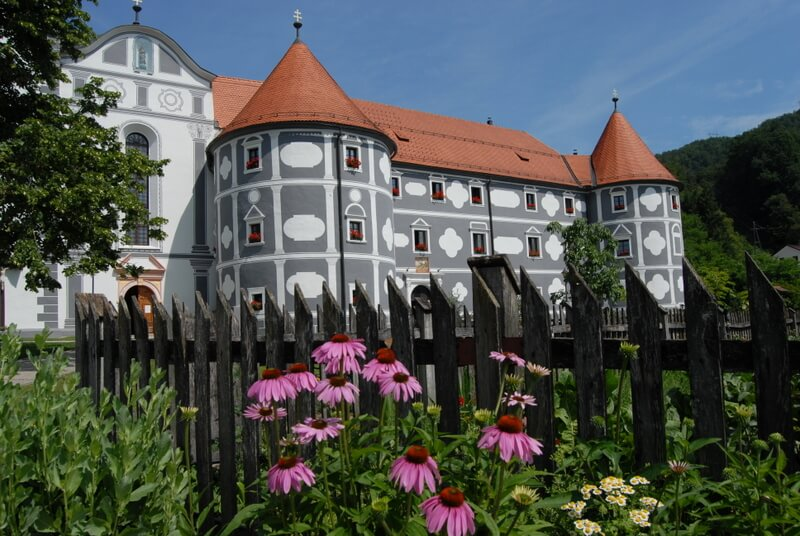 Olimje s samostanom in zeliščnim vrtom
