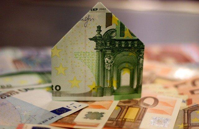 Sprejet dogovor za bančno kreditiranje gospodinjstev in podjetij