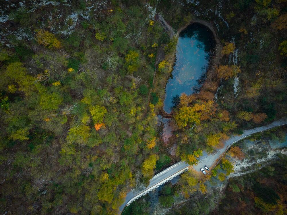 Kaj pa najkrajša slovenska reka? To je Jezernica!