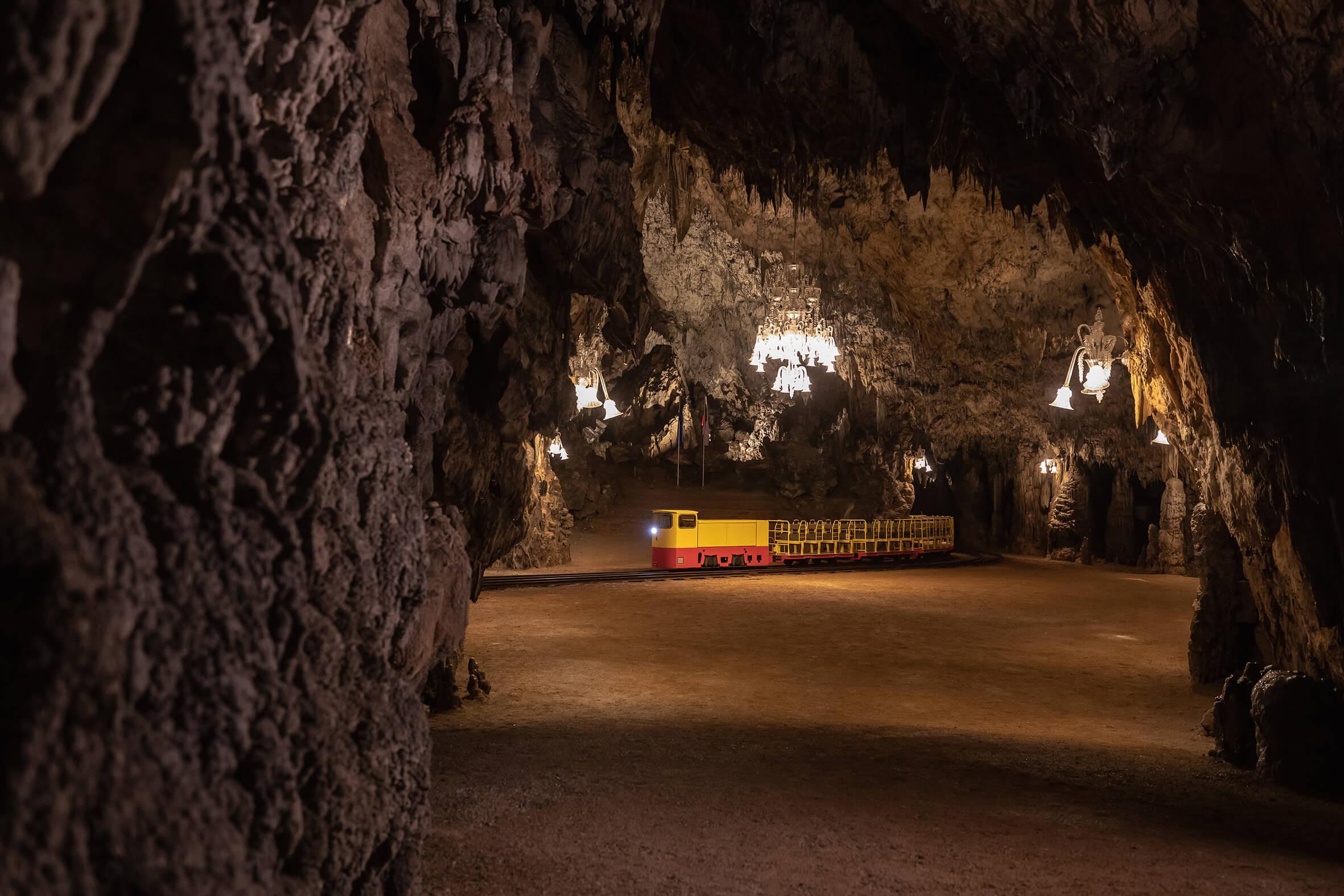 39. rojstni dan praznoval z ogledom Postojnske jame
