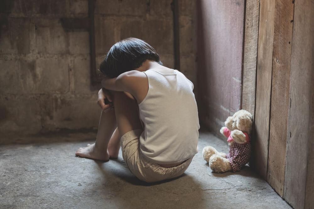 Kakšne so posledice obremenjujočih izkušenj v otroštvu?