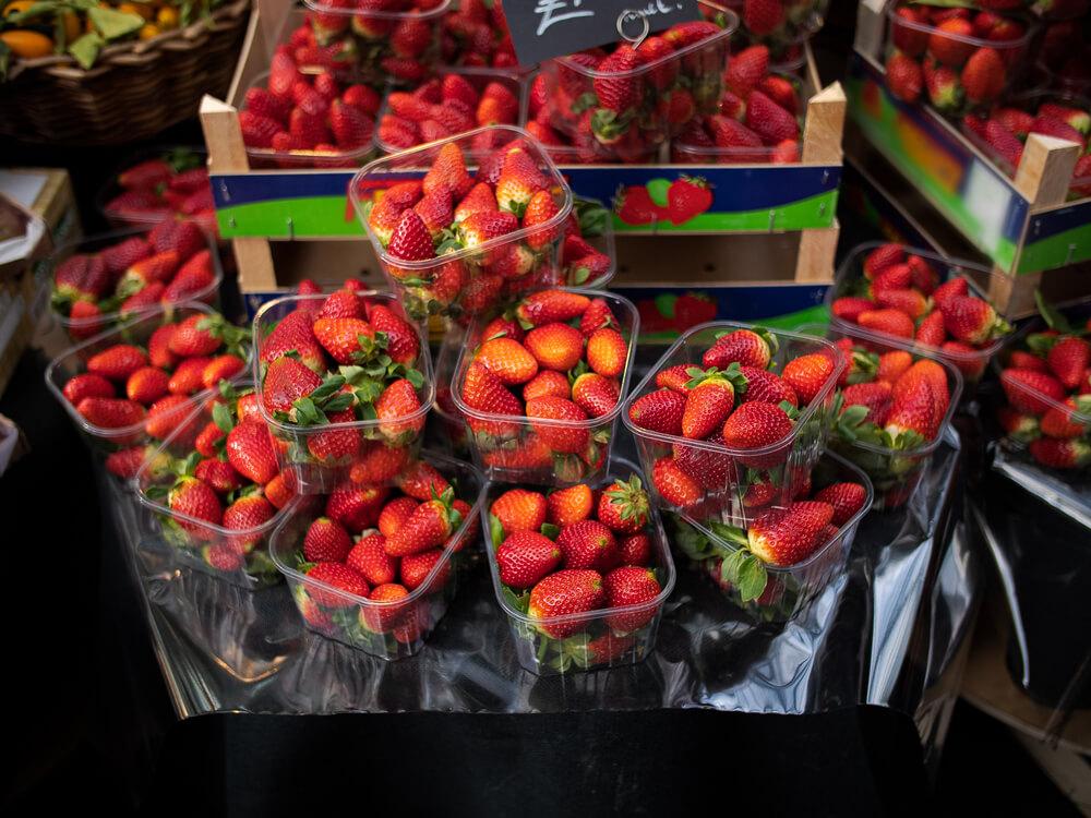 Inšpektorji odvzeli in uničili več kot 400 kg sadja in zelenjave
