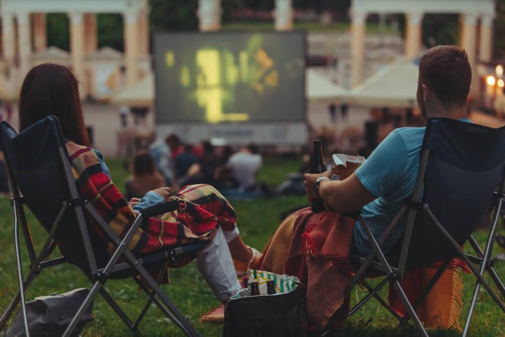 Poletni kino pod zvezdnatim nebom