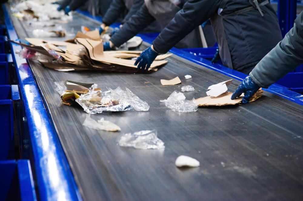 V Sloveniji obratovalo 412 naprav za recikliranje odpadkov