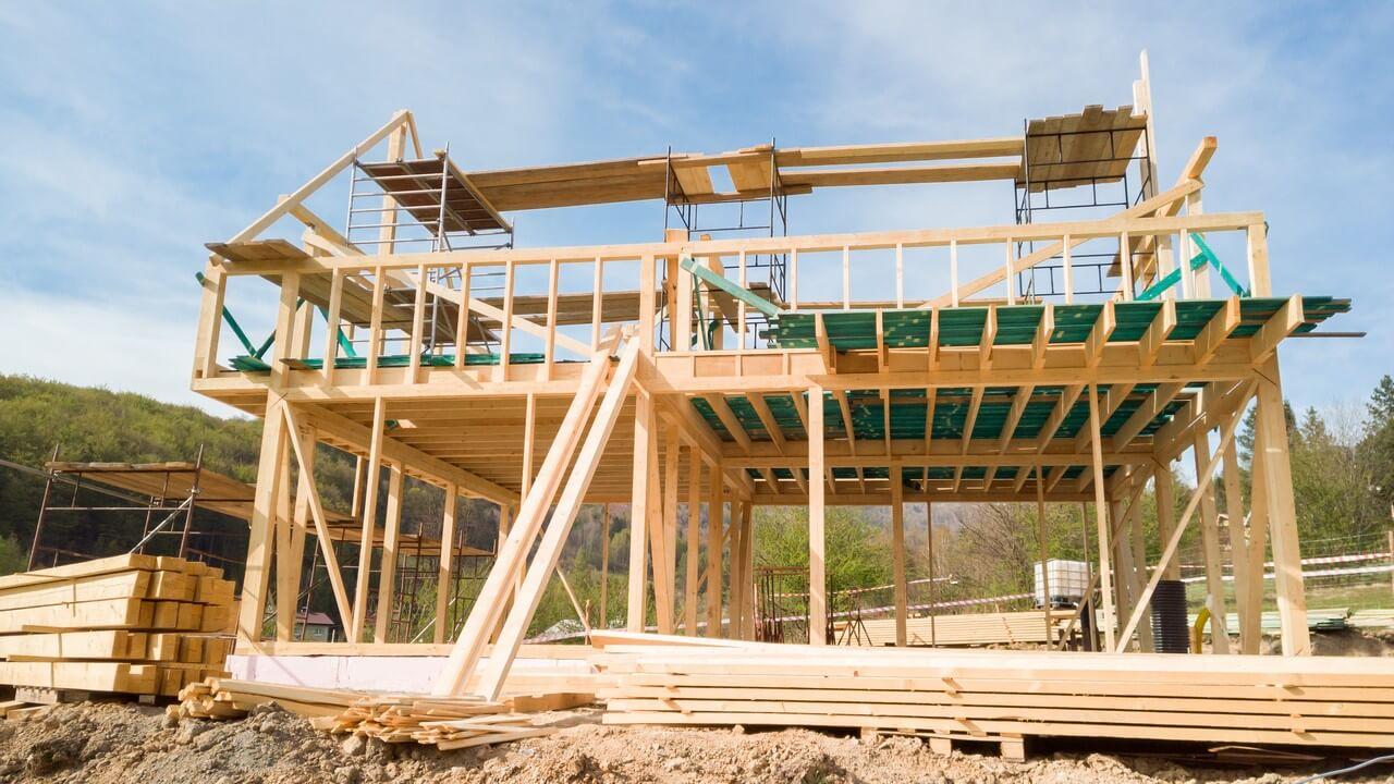 Lesena hiša se lahko postavi ob bok klasični