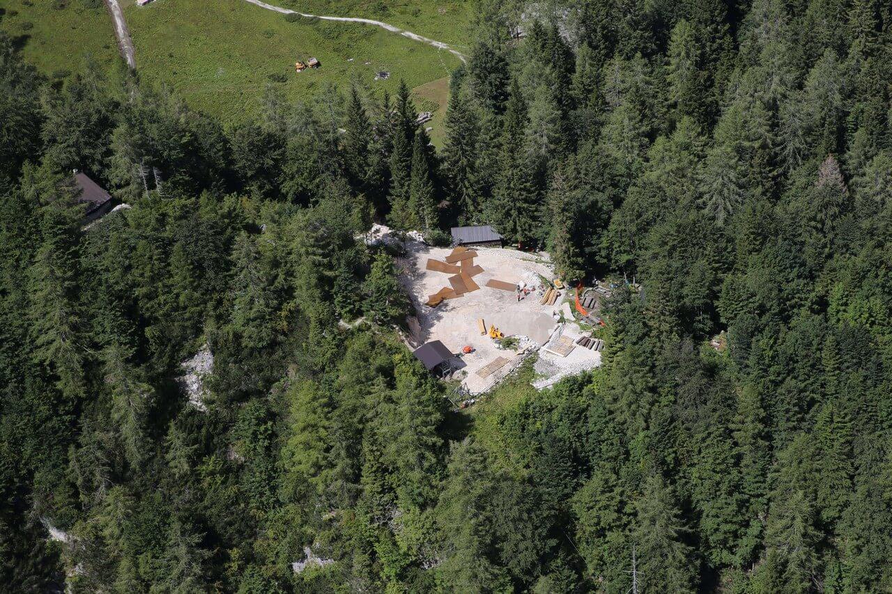 Okrešelj: pogorišče koče pripravljeno za začetek gradnje nove zgodbe