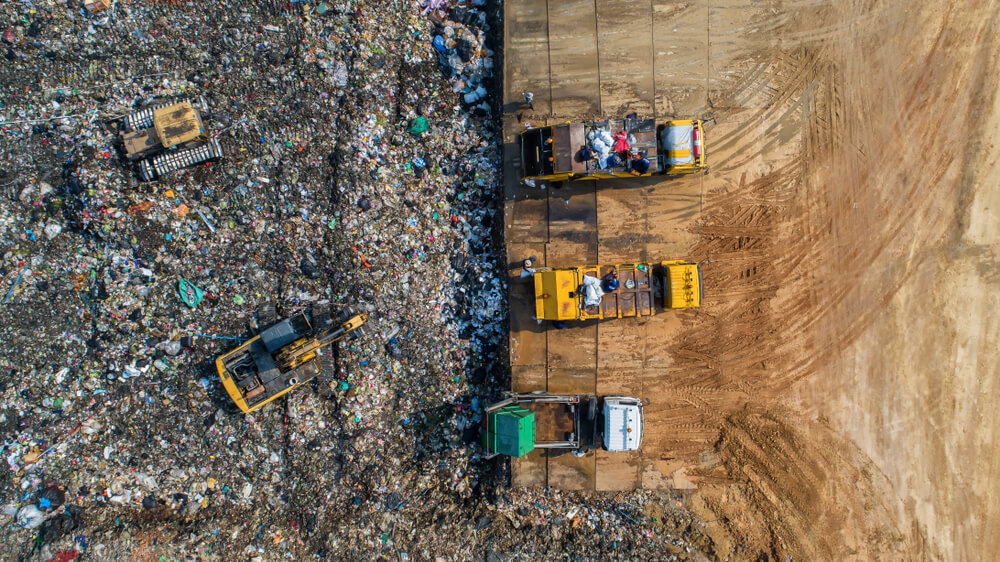 Interpol raziskuje nezakonito trgovino s plastičnimi odpadki