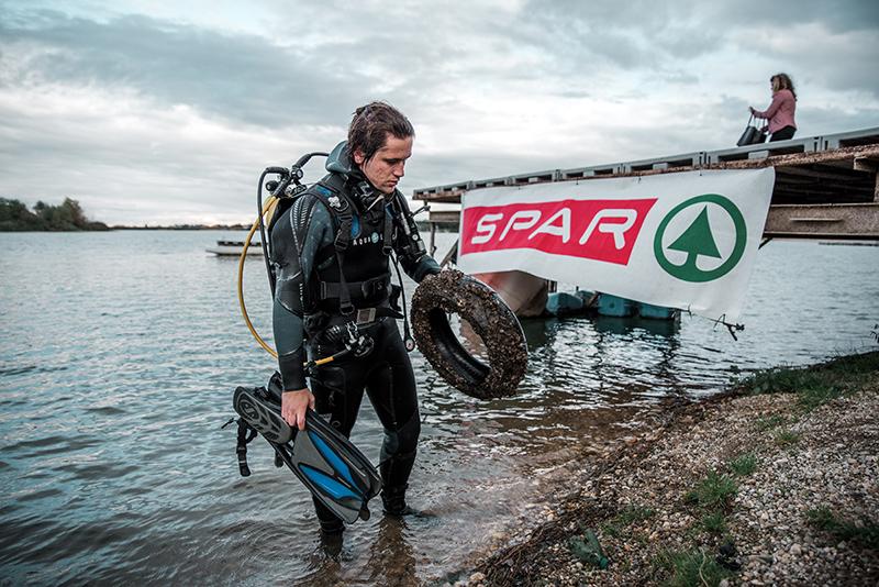 S potapljači uspešno očistili Ljubljanico in Soboško jezero