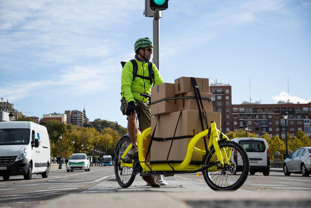 Tovorno kolo kot alternativa za dostavo - ponekod je že pravi hit!