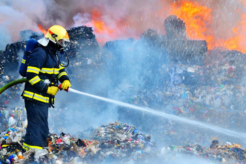 Ponovno goreli odpadki - požar v Ljubljani - poziv, da naj prebivalci ne hodijo ven