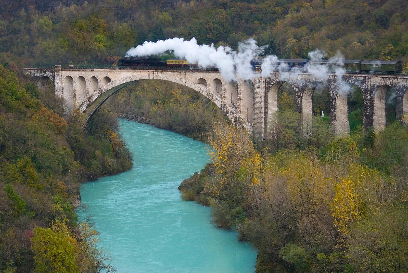 Bohinjska proga med 5 najbolj spektakularnih železniških prog v Evropi