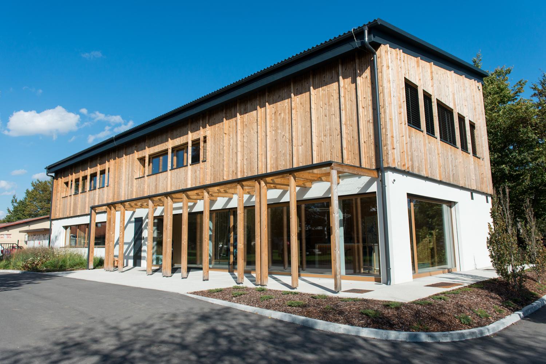 Bodoči naravovarstveni tehniki so dobili novo, leseno in skoraj nič-energijsko šolsko stavbo