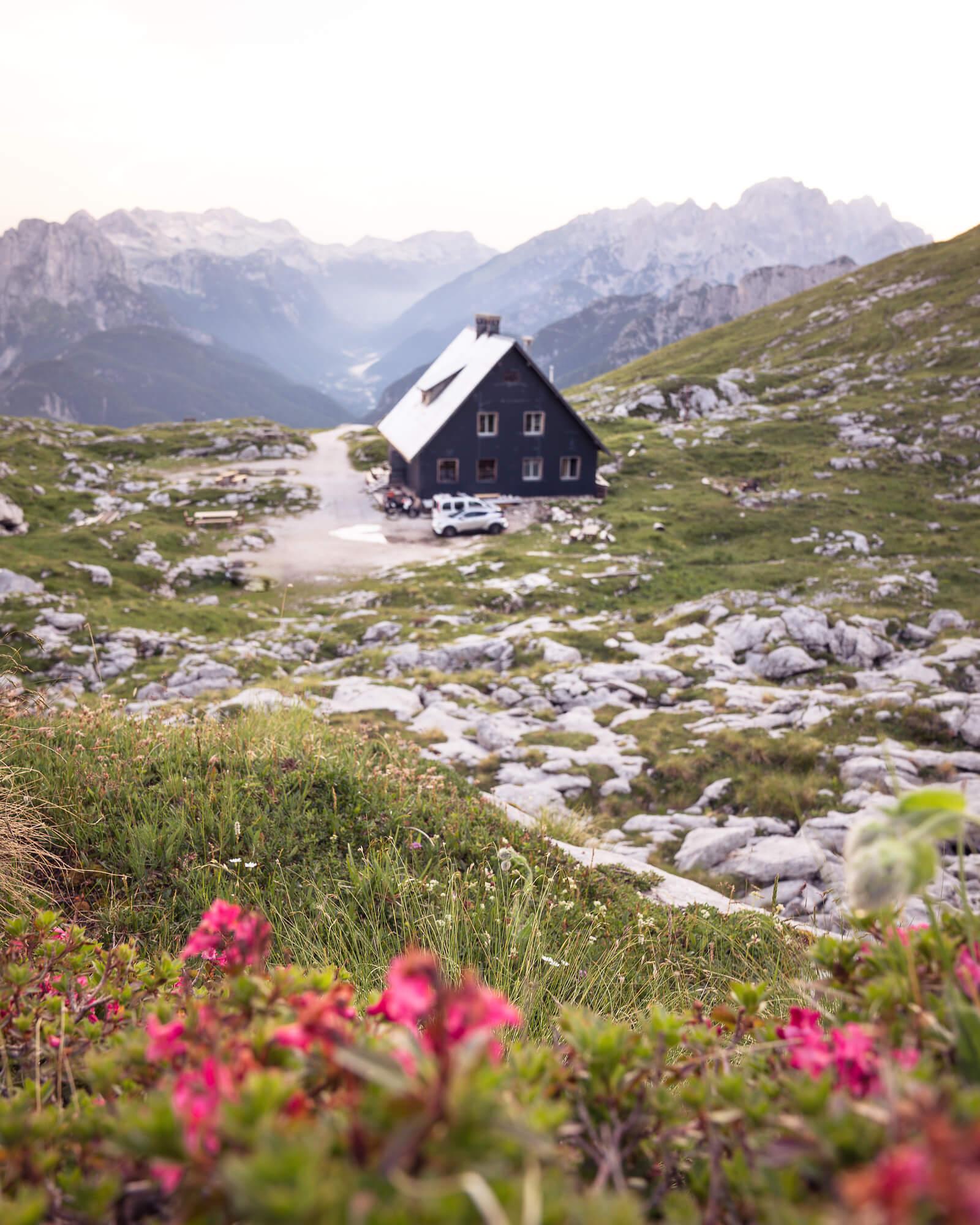 Slovenci rešujejo sezono tudi v planinskih kočah