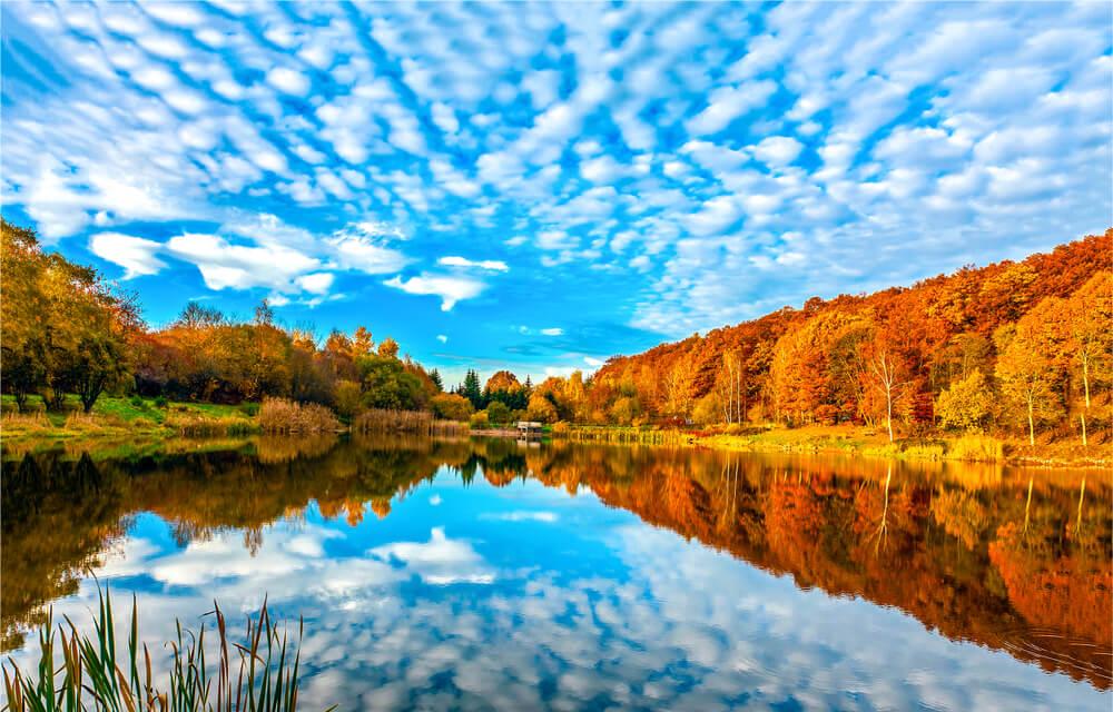 Zakaj je nebo jeseni tako modro?