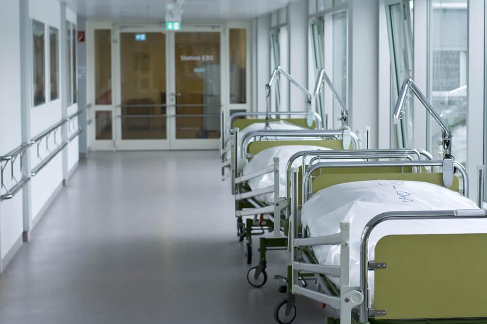 Ministrstvo za zdravje obljubilo skupno 1000 postelj za Covid bolnike