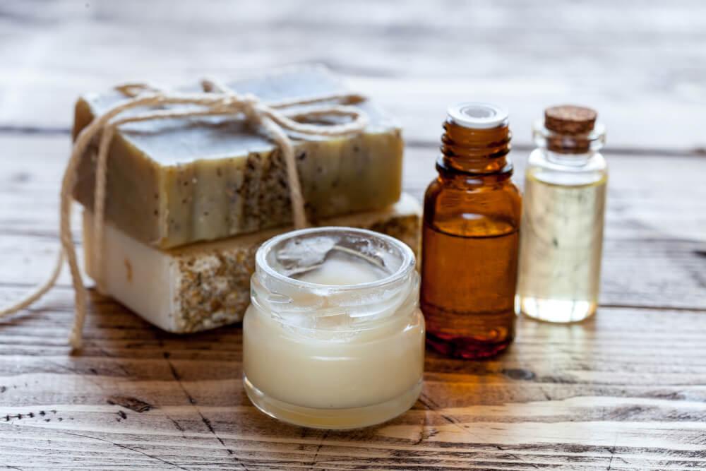 Naravne kozmetike ne opredeljuje ime, temveč primerne sestavine