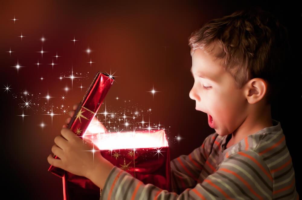Postanite Božiček za en dan in širite veselje med otroci in starejšimi!