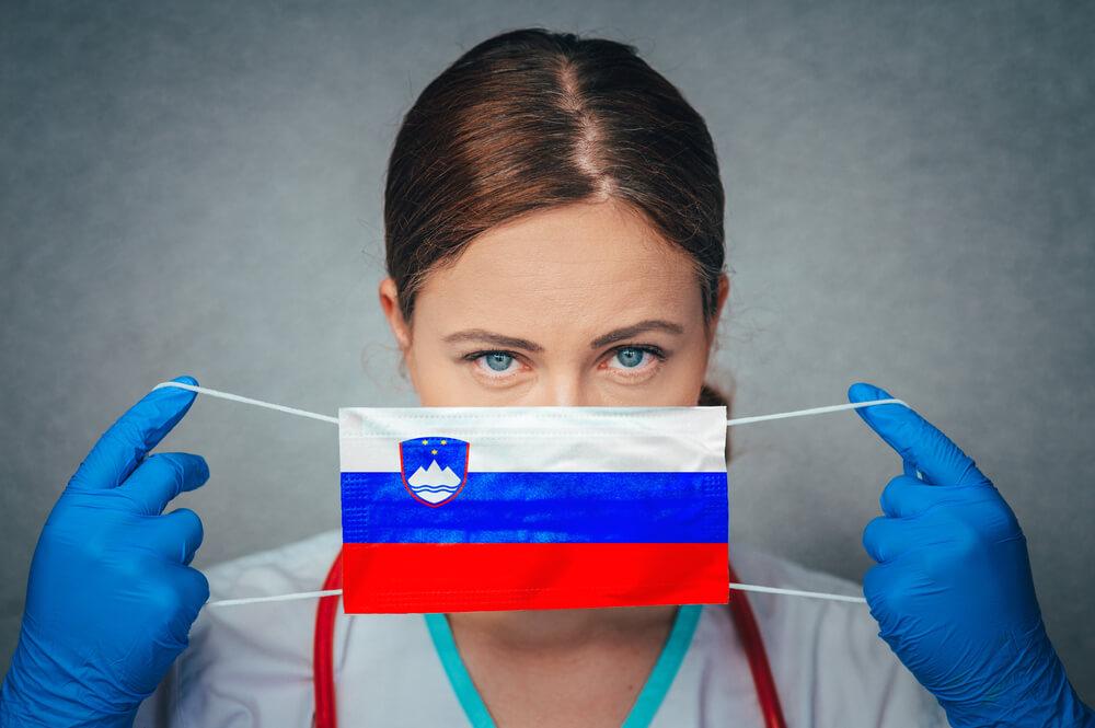 Okužen vsak 22. prebivalec Slovenije, spremenjeni ukrepi in rdeči seznam
