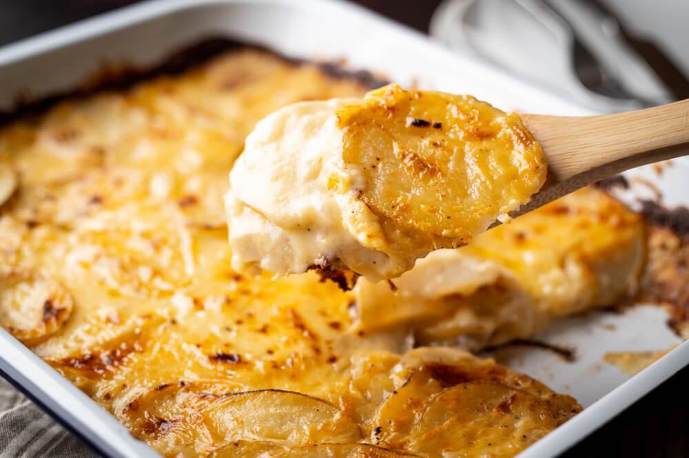 Gratiniran krompir je najbolj prazničen način priprave krompirja