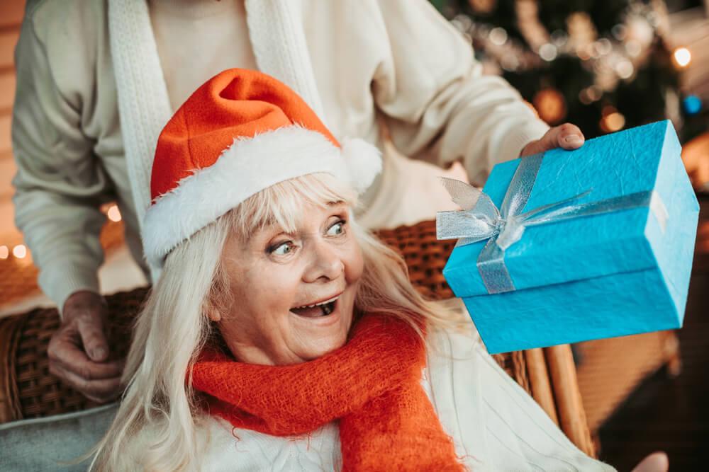 Skrivnostni Božiček je presenetil delovno babico