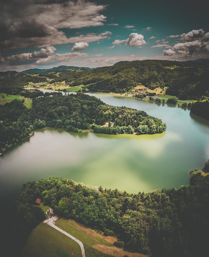 Namig za izlet v 2021: Slivniško jezero, kjer so poskrbeli za žabice