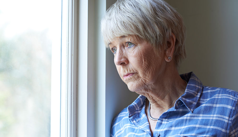 Osamljenost v starosti precej bolj nevarna od debelosti?
