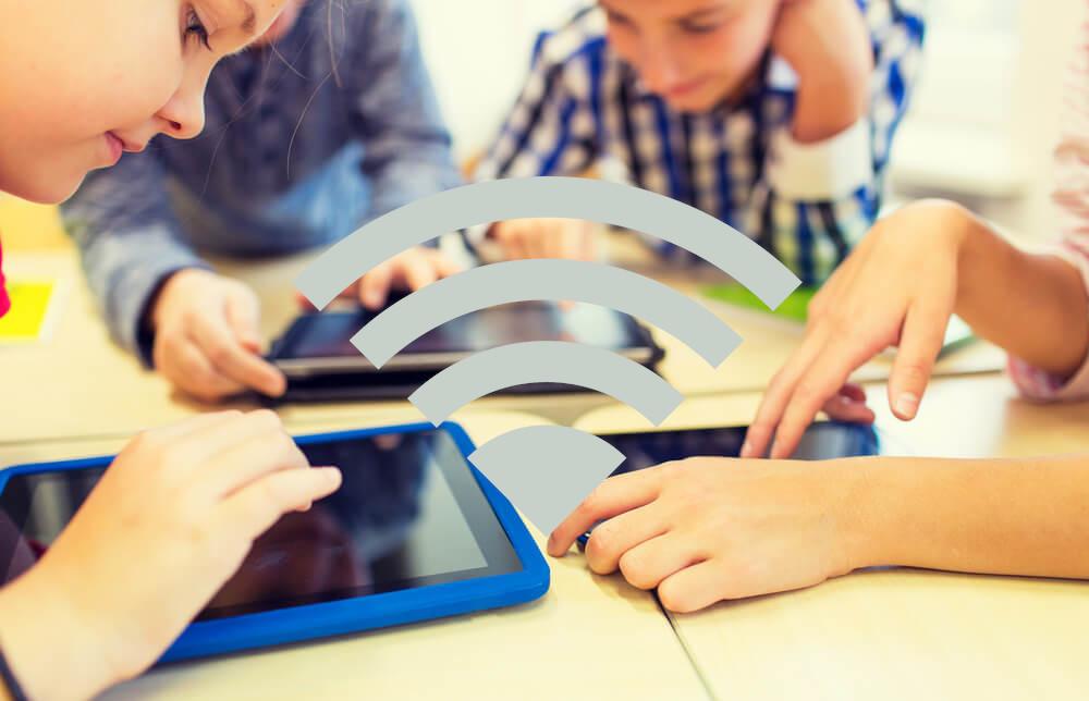 Wi-Fi v šolah: Kako varno je sevanje in kako varni so podatki?