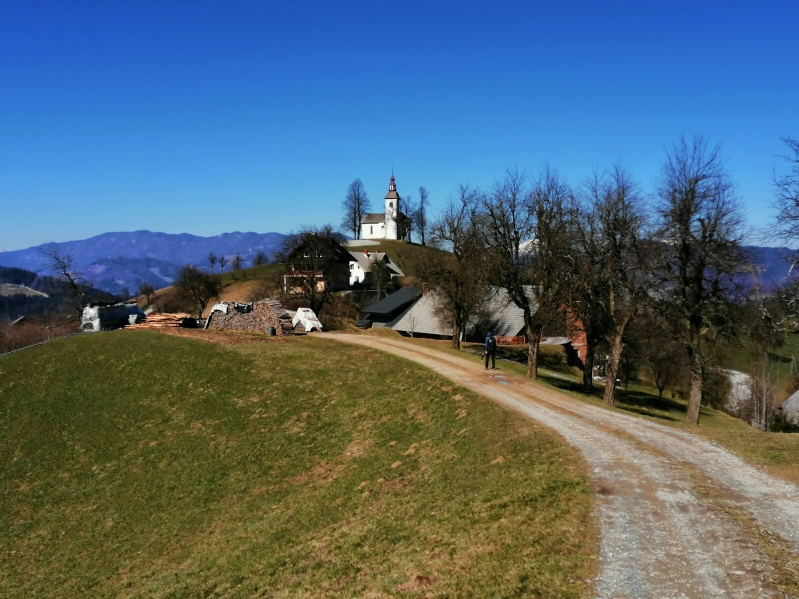Krožni pohod po hribih nad Škofjo Loko