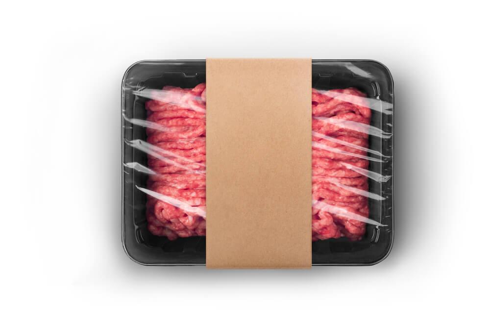 Zaskrbljujoče: polovica Slovencev pri nakupu mesa gleda le na ceno