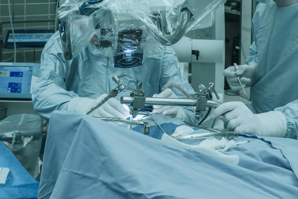 VIDEO: Operacija možganskega tumorja v budnem stanju (UKC Maribor)