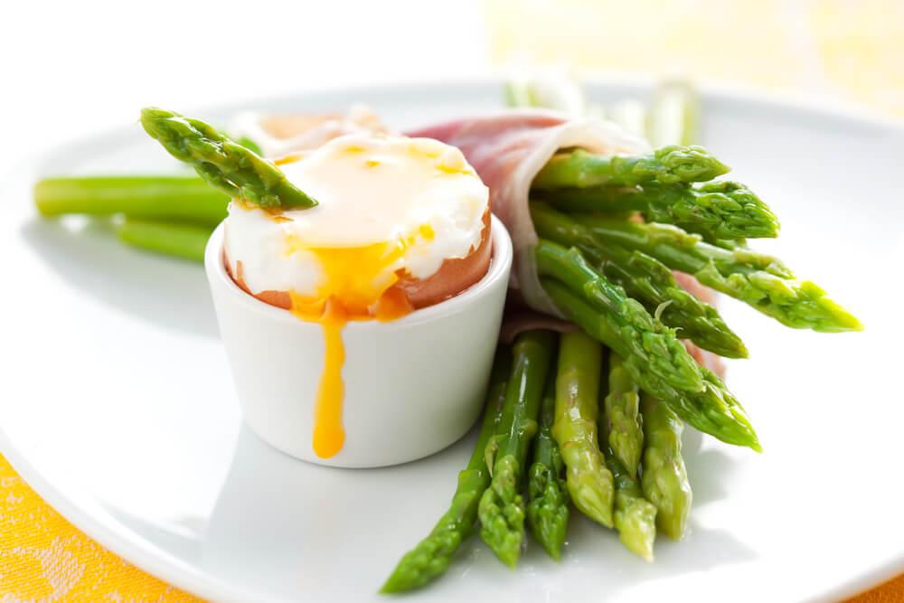 5 receptov za šparglje z jajci